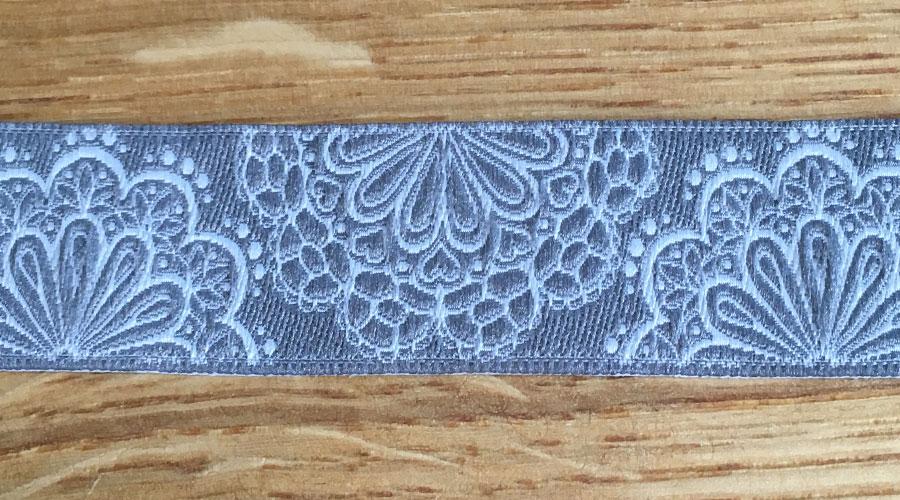Ajani - grau mit weißen Blumen