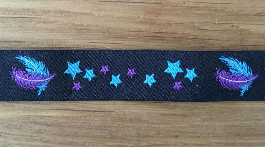 Ajani - schwarz mit lila / blauen Sternen