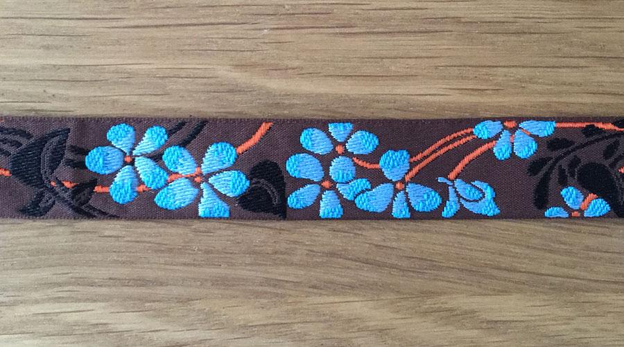 Ajani - braun mit türkisen Blumen