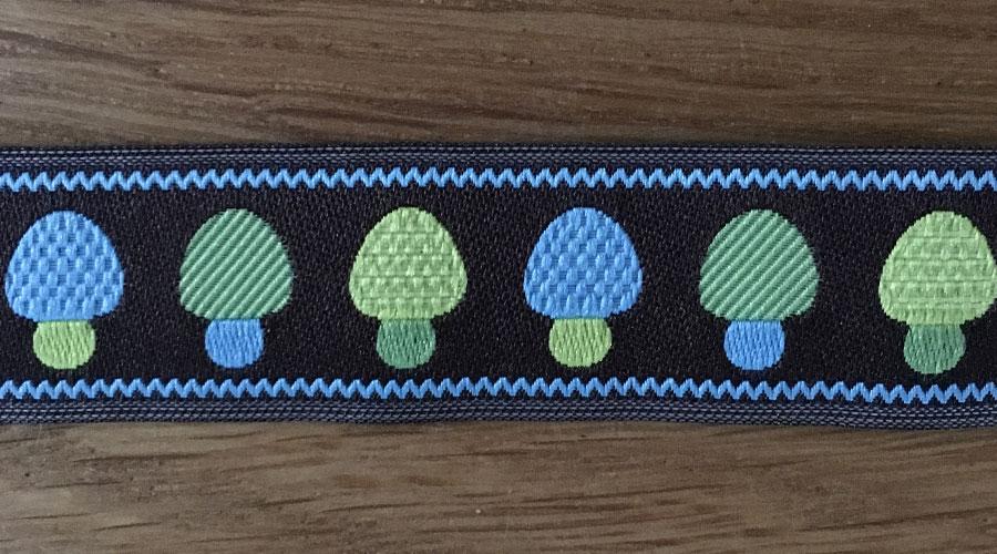 Ajani - braun mit blau-grünen Pilzen
