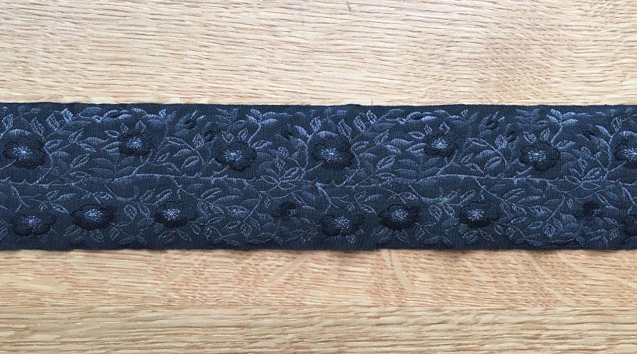 Ajani - schwarz mit anthraziten Blümchen
